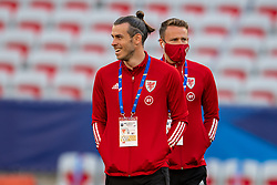 NICE, FRANCE - Wednesday, June 2, 2021: Wales' captain Gareth Bale (L) and Chris Gunter (R) inspect the pitch before an international friendly match between France and Wales at the Stade Allianz Riviera ahead of the UEFA Euro 2020 tournament. (Pic by Simone Arveda/Propaganda)