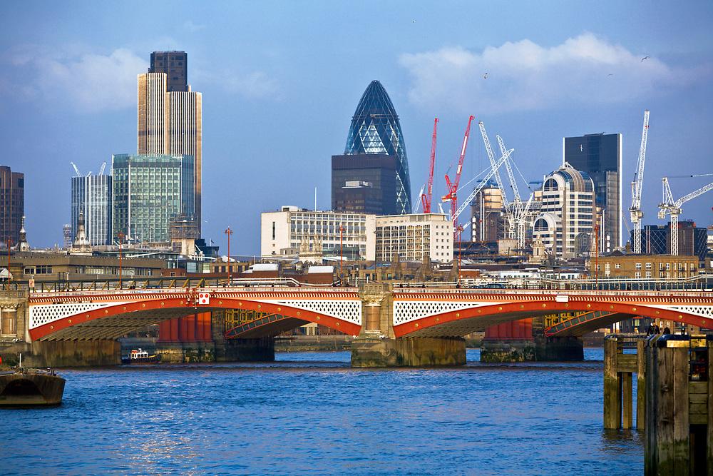 Londyn, 2009-03-05. Widok na londyńskie City