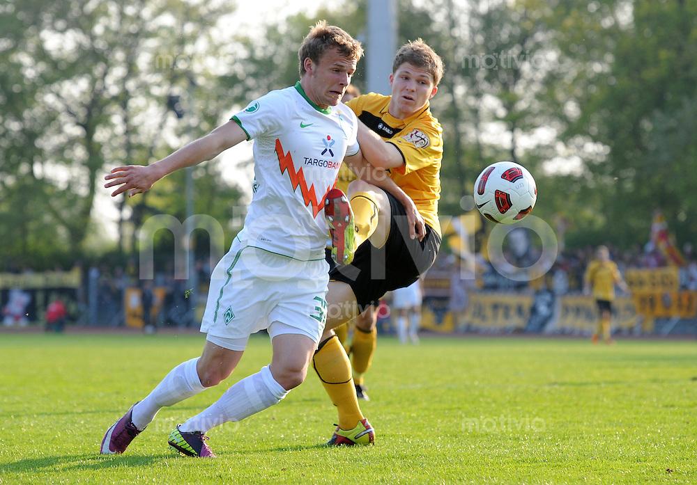 FUSSBALL   3. LIGA   SAISON 2010/2010   34. Spieltag SV Werder Bremen II - Dynamo Dresden      19.04.2011 Lennart THY (li, Bremen) gegen Florian JUNGWIRTH (re, Dresden)