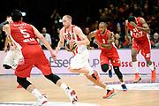 DESCRIZIONE : Milano Euroleague 2015-16 EA7 Emporio Armani Milano - Olympiacos Piraeus<br /> GIOCATORE : Matt Lojeski<br /> CATEGORIA : palleggio contropiede<br /> SQUADRA : Olympiacos Piraeus<br /> EVENTO : Euroleague 2015-2016<br /> GARA : EA7 Emporio Armani Milano - Olympiacos Piraeus<br /> DATA : 30/10/2015<br /> SPORT : Pallacanestro<br /> AUTORE : Agenzia Ciamillo-Castoria/Max.Ceretti<br /> Galleria : Euroleague 2015-2016 <br /> Fotonotizia: Milano Euroleague 2015-16 EA7 Emporio Armani Milano - Olympiacos Piraeus