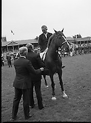 Guinness Competitions At The RDS Horse Show.(R39)..1986..09.08.1986..08.09.1986..9th August 1986..At the Dublin Horse Show at the RDS, Guinness sponsor several events,The Guinness Match International, The Novice Championship and the Guinness Tankard...Eddie Macken is pictured being presented with the Guinness Gold Tankard by Lord Iveagh. Eddie was named leading rider in the show.