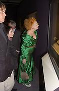 Vivienne Westwood. Tiara exhibition opening. V.& A. London. 19 March 2002.  March© Copyright Photograph by Dafydd Jones 66 Stockwell Park Rd. London SW9 0DA Tel 020 7733 0108 www.dafjones.com