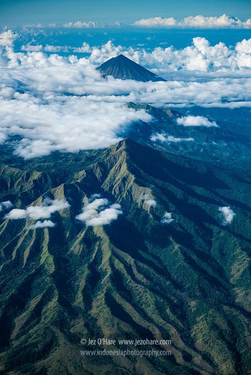 Gunung Inerie, Kabupaten Ngada, Flores, Nusa Tenggara Timur, Indonesia