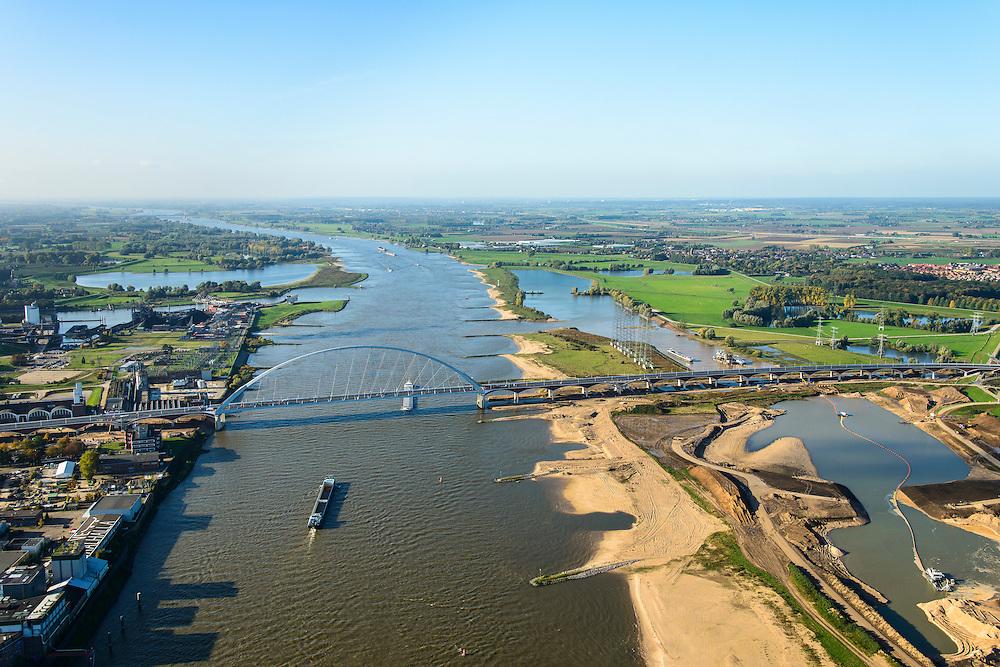 Nederland, Gelderland, Nijmegen, 24-10-2013; <br /> De nieuwe stadsbrug van Nijmegen, De Oversteek.<br /> grondwerkzaamheden voor de dijkteruglegging Lent (Ruimte voor de Rivier). De dijken worden landinwaarts verplaatst en er wordt een nevengeul voor rivier de Waal gegraven. <br /> The new city bridge of Nijmegen on the river Waal, De Oversteek (The Crossing).  Groundworks for the Dike relocation of Lent (project Ruimte voor de Rivier: Room for the River). <br /> luchtfoto (toeslag op standaard tarieven);<br /> aerial photo (additional fee required);<br /> copyright foto/photo Siebe Swart.
