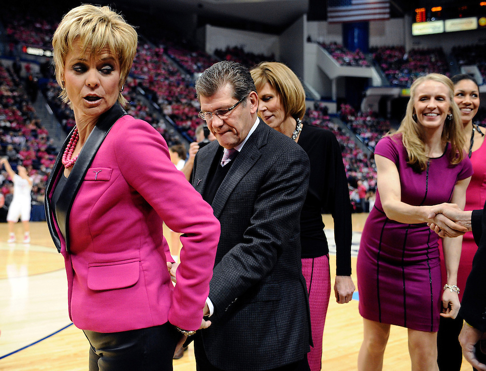 Connecticut head coach Geno Auriemma, center, pats Baylor head coach Kim Mulkey on her backside before their NCAA college basketball game in Hartford, Conn., Monday, Feb. 18, 2013. (AP Photo/Jessica Hill)