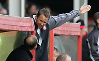 Photo: Paul Thomas.<br /> Walsall v Southend. Coca Cola League 1.<br /> 13/08/2005.<br /> <br /> Paul Merson, Walsall manager not too happy with the play from his team, lets an assistant know.