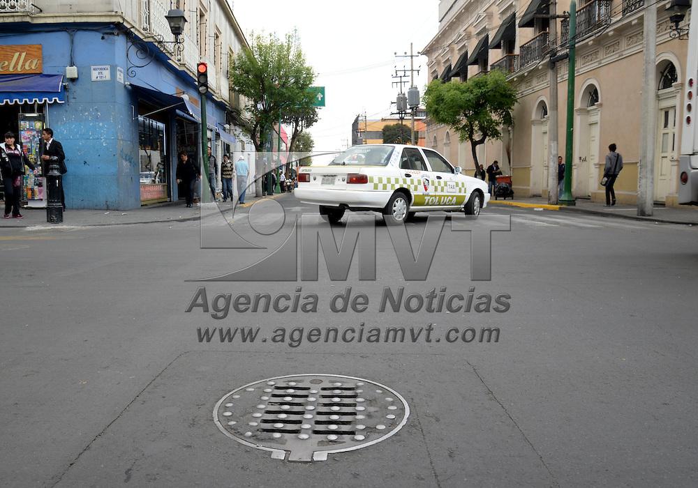 Toluca, México.- El ayuntamiento de Toluca concluyó más de 300 obras de renivelación de coladeras y otras estructuras urbanas, lo que favorecerá el flujo vehicular, el desgaste de automóviles y mejora de la imagen urbana de la capital mexiquense. Agencia MVT / Crisanta Espinosa