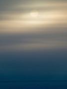 Sonnenaufgang ueber dem tiefgefrorenen Fluss Lena in Jakutsk. Jakutsk wurde 1632 gegruendet und feierte 2007 sein 375 jaehriges Bestehen. Jakutsk ist im Winter eine der kaeltesten Grossstaedte weltweit mit durchschnittlichen Winter Temperaturen von -40.9 Grad Celsius. Die Stadt ist nicht weit entfernt von Oimjakon, dem Kaeltepol der bewohnten Gebiete der Erde.<br /> <br /> Sunrise above deeply frozen river Lena outside the city of Jakutsk. Jakutsk is a city in the Russian Far East, located about 4 degrees (450 km) below the Arctic Circle. It is the capital of the Sakha (Jakutia) Republic (formerly the Jakut Autonomous Soviet Socialist Republic), Russia and a major port on the Lena River. Jakutsk is one of the coldest cities on earth, with winter temperatures averaging -40.9 degrees Celsius.