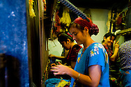 traditional suzzani and silk Carpet ,and dyeing. workshop; Operation MERCY sponsored by UNESCO . in the old city  KHIVA  Ouzbekistan  .///.fabrique de tapis en soie, teinture naturelle et suzzani - broderies- tradition. operation MERCY organisé par l UNESCO .dans la vielle ville  KHIVA  Ouzbekistan .///.OUZB56318