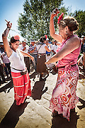 Two flamenco dancers to the passage of their brotherhood at AjolÌ bridge.