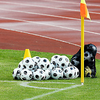 GEPA-1006086469 - CHATEL ST.DENIS,SCHWEIZ,10.JUN.08 - FUSSBALL - UEFA Europameisterschaft, Vorbereitung auf die EURO 2008, Nationalteam Frankreich, Training. Bild zeigt ein Feature mit Baellen. Keywords: Ball.<br />