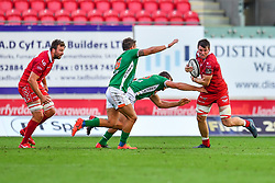 Ed Kennedy of Scarlets evades the tackle of Alberto Sgarbi of Benetton Treviso<br /> <br /> Photographer Craig Thomas/Replay Images<br /> <br /> Guinness PRO14 Round 3 - Scarlets v Benetton Treviso - Saturday 15th September 2018 - Parc Y Scarlets - Llanelli<br /> <br /> World Copyright © Replay Images . All rights reserved. info@replayimages.co.uk - http://replayimages.co.uk