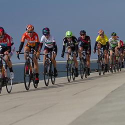 10-04-2016: Wielrennen: Energiewachttour vrouwen: Borkum  <br /> BORKUM (GER) wielrennen  De slotetappe van de Energiewachttour was een etappe op het Duitse Waddeneiland Borkum. Het peloton met Ellen van Dijk voorin langs de Waddenzee
