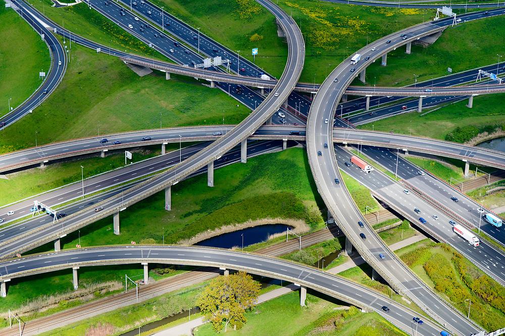 Nederland, Zuid-Holland, Gemeente Den Haag, 28-04-2017; knooppunt Prins Clausplein, kruising A12 met A4.<br /> Prins Claus junction.<br /> <br /> luchtfoto (toeslag op standard tarieven);<br /> aerial photo (additional fee required);<br /> copyright foto/photo Siebe Swart