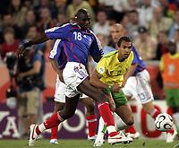 Fotball<br /> VM 2006<br /> Foto: Dppi/Digitalsport<br /> NORWAY ONLY<br /> <br /> FOOTBALL - WORLD CUP 2006 - STAGE 1 - GROUP G - TOGO v FRANKRIKE - 23/06/2006<br /> <br /> THOMAS DOSSEVI (TOG) / ALOU DIARRA (FRA)
