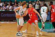 DESCRIZIONE : Siena Lega A 2008-09 Playoff Finale Gara 2 Montepaschi Siena Armani Jeans Milano<br /> GIOCATORE : Shaun Stonerook<br /> SQUADRA : Montepaschi Siena<br /> EVENTO : Campionato Lega A 2008-2009 <br /> GARA : Montepaschi Siena Armani Jeans Milano<br /> DATA : 12/06/2009<br /> CATEGORIA : palleggio <br /> SPORT : Pallacanestro <br /> AUTORE : Agenzia Ciamillo-Castoria/G.Ciamillo