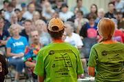 Deelnemers krijgen uitleg over de race. In Battle Mountain (Nevada) wordt ieder jaar de World Human Powered Speed Challenge gehouden. Tijdens deze wedstrijd wordt geprobeerd zo hard mogelijk te fietsen op pure menskracht. De deelnemers bestaan zowel uit teams van universiteiten als uit hobbyisten. Met de gestroomlijnde fietsen willen ze laten zien wat mogelijk is met menskracht.<br /> <br /> In Battle Mountain (Nevada) each year the World Human Powered Speed Challenge is held. During this race they try to ride on pure manpower as hard as possible.The participants consist of both teams from universities and from hobbyists. With the sleek bikes they want to show what is possible with human power.