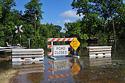 8/15/11} Vicksburg} -- Vicksburg, MS, U.S.A.The mighty Mississippi River threatens to flood CoolSprings Church in the Kings Community, most of the congregations homes are flooded, but many showed up for early Sunday May 15, 2011 church services. PHOTO©SUZI ALTMAN.COM.Photo by Suzi Altman.