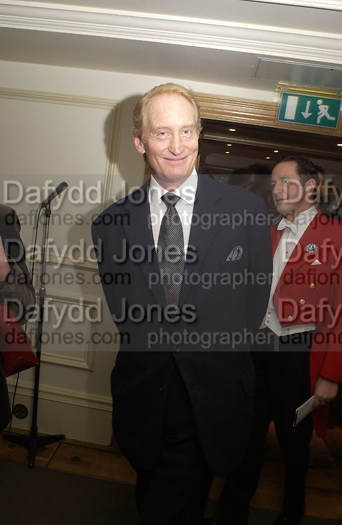 Charles Dance. Evening Standard theatre Awards for 2002. Savoy. 25 November 2002. © Copyright Photograph by Dafydd Jones 66 Stockwell Park Rd. London SW9 0DA Tel 020 7733 0108 www.dafjones.com