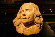 Rijksmuseum Amsterdam / National Museum Amsterdam<br /> <br /> Titel/Title: Kop van admiraal Michiel Adriaensz. de Ruyter / Head of admiral Michiel Adriaensz. de Ruyter<br /> Jaartal/Year:1677<br /> Kunstenaar/Artist:Rombout Verhulst <br /> Techniek:Terracotta, geel gesaust<br /> Afmetingen?Dimensions:h. 37 cm