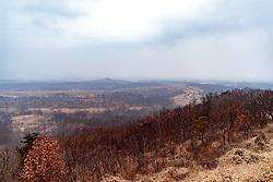 THEMENBILD - Die demilitarisierte Zone (DMZ) ist eine entmilitarisierte Zone. Sie teilt die Koreanische Halbinsel in Nord- und Südkorea und wurde nach dem drei Jahre dauernden Koreakrieg im Jahre 1953 eingerichtet. Die DMZ ist 248 Kilometer lang und ungefähr vier Kilometer breit. In ihrer Mitte verläuft die Militärische Demarkationslinie (MDL), die Grenze zwischen Nord- und Südkorea. Die DMZ wird von der aus Vertretern beider Seiten bestehenden Waffenstillstandskommission MAC (von engl. Military Armistice Commission) verwaltet. Das Betreten der DMZ ohne Genehmigung der Waffenstillstandskommission ist beiden Seiten grundsätzlich untersagt. Hier im Bild Übersicht vom Dora Observatory auf Grenzstreifen zu Nordkorea. Aufgenommen am 28. Februar 2018 // The Korean Demilitarized Zone (DMZ) is a strip of land running across the Korean Peninsula. It is established by the provisions of the Korean Armistice Agreement to serve as a buffer zone between the Democratic People's Republic of Korea (North Korea) and the Republic of Korea (South Korea). The demilitarized zone (DMZ) is a border barrier that divides the Korean Peninsula roughly in half. It was created by agreement between North Korea, China and the United Nations in 1953. The DMZ is 250 kilometres (160 miles) long, and about 4 kilometres (2.5 miles) wide. In the Picture: Dora Observatory. DMZ on 28th February 2018. EXPA Pictures © 2018, PhotoCredit: EXPA/ Johann Groder
