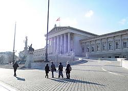 THEMENBILD - Parlament an einen Sonnentag im Jaenner. Der Bau des Parlaments, damals Reichsrat genannt, begann 1861 unter Architekt Theophil Hansen und wurde 1883 fertiggestellt.  das Bild wurde am 25. Jaenner 2012 aufgebommen, im Bild Touristen vor Parlament im Gegenlicht, AUT, EXPA Pictures © 2012, PhotoCredit: EXPA/ M. Gruber
