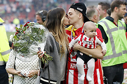 (L-R) Karin Jimenez, Santiago Arias of PSV with his son Thiago during the Dutch Eredivisie match between PSV Eindhoven and Ajax Amsterdam at the Phillips stadium on April 15, 2018 in Eindhoven, The Netherlands