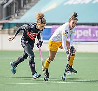 AMSTELVEEN - Frederique Matla (DenBosch) met Maria Verschoor (Adam)  tijdens  de hoofdklasse hockey competitiewedstrijd dames, Amsterdam-Den Bosch (0-1)  COPYRIGHT KOEN SUYK