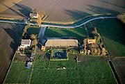 Nederland, Zeeland, Noord-Beveland, 15/11/2001; complex van boerderijen, schuren en landarbeiders woningen op het platteland; geploegde akkers; structuur vh landschap.