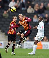Fotball<br /> England<br /> Foto: Fotosports/Digitalsport<br /> NORWAY ONLY<br /> <br /> Milton Keynes Dons v Bradford FA Cup 1st Round 08.11.08 <br /> <br /> Jemal Johnson MK Dons & Luke O'Brien Bradford