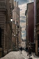 Rue St Jean et la primatiale au fond
