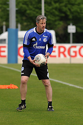 24.04.2014, Veltins Arena, Gelsenkirchen, GER, 1. FBL, Training Schalke 04, im Bild Trainer Jens Keller ( Schalke 04 ) // during a Trainingsession of German Bundesliga Club Schalke 04 at the Veltins Arena in Gelsenkirchen, Germany on 2014/04/24. EXPA Pictures © 2014, PhotoCredit: EXPA/ Eibner-Pressefoto/ Thienel<br /> <br /> *****ATTENTION - OUT of GER*****