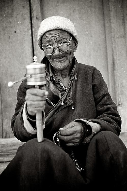 Leh, Ladakh. A Tibetan man praying. <br /> Photo by Lorenz Berna