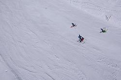 THEMENBILD - Skifahrer auf einer Piste des Weißsee Gletscherwelt Skigebietes im Frühling, aufgenommen am 19. April 2019 in Uttendorf, Oesterreich // Skier on a slope of the Weißsee Glacier World Ski Resort in Spring in Uttendorf, Austria on 2019/04/19. EXPA Pictures © 2019, PhotoCredit: EXPA/ JFK