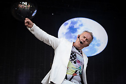 © Licensed to London News Pictures . 08/08/2015 . Siddington , UK . HOWARD JONES performs on stage . The Rewind Festival of 1980s music , fashion and culture at Capesthorne Hall in Macclesfield . Photo credit: Joel Goodman/LNP