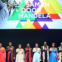 Nederland, Amsterdam , 15 december 2013.<br /> Herdenking Mandela.<br /> Prinses Beatrix is rond het middaguur aangekomen bij de Stadsschouwburg in Amsterdam. Zij woont daar het Nationaal Eerbetoon Samen door Mandela bij. Burgemeester Eberhard van der Laan van Amsterdam ontving de prinses op de rode loper voor de schouwburg.<br /> Voorafgaand aan het programma heeft Beatrix een ontmoeting met de initiatiefnemers van het eerbetoon, onder wie Conny Braam (oud-voorzitter Anti Apartheidsbeweging Nederland), Melle Daamen (directeur Stadsschouwburg) en zangeres en actrice Gerda Havertong. Namens het kabinet is minister Jet Bussemaker van Onderwijs, Cultuur en Wetenschap aanwezig.De aankomst van de prinses werd begeleid door een Afrikaanse drumband. Tientallen belangstellenden stonden langs de loper en voor de schouwburg mee te klappen, dansen en sommigen zongen 'Mandela! Mandela!'.<br /> Op de foto: Cape Town Opera Choir<br /> <br /> <br /> <br /> <br /> <br /> <br /> <br /> <br /> <br /> <br /> <br /> <br /> <br /> <br /> <br /> <br /> <br /> <br /> <br /> <br /> <br /> Foto:Jean-Pierre Jans