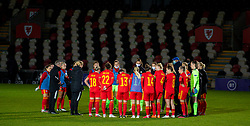 NEWPORT, WALES - Thursday, October 22, 2020: Wales' national women's team manager Jayne Ludlow speaks with her players after the UEFA Women's Euro 2022 England Qualifying Round Group C match between Wales Women and Faroe Islands Women at Rodney Parade. Wales won 4-0. (Pic by David Rawcliffe/Propaganda)