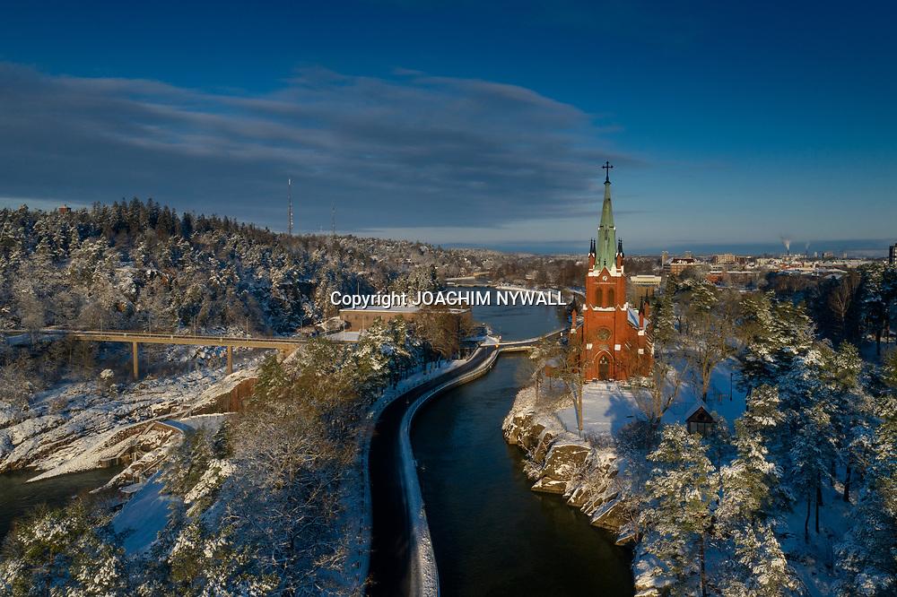 2021 01 10 Trollhättan<br /> Vy bild över Trollhättans kyrka <br /> Vinter snö<br /> Drönare<br /> <br /> <br /> FOTO JOACHIM NYWALL KOD0708840825<br /> COPYRIGHT JOACHIMNYWALL:SE<br /> <br /> ****BETALBILD****<br />  <br /> Redovisas till: Joachim Nywall<br /> Strandgatan 30<br /> 461 31 Trollhättan<br />  Prislista: BLF, om ej annat avtalats