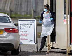 © Licensed to London News Pictures. 28/03/2020. Chessington, UK. A nurse prepares to take a swab at a newly opened drive through virus testing centre for NHS staff in the car park of Chessington World of Adventures. Death rates from the spread of coronavirus continue to climb. Both the Prime Minister Boris Johnson and Health Secretary Matt Hancock have tested positive for the virus and are now self isolating. Photo credit: Peter Macdiarmid/LNP