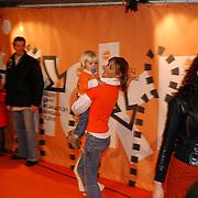 Uitreiking Kids Choice Awards 2004, Wendy van Dijk en zoon Sem
