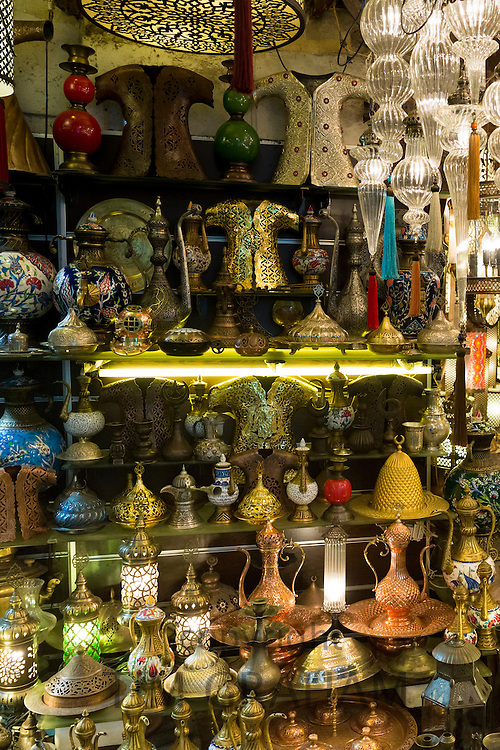 Traditional Turkish ornate lanterns lamps coffee pots in The Grand Bazaar, Kapalicarsi, great market in Istanbul, Turkey