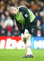 Fotball<br /> Premier League England 2004/2005<br /> Foto: BPI/Digitalsport<br /> NORWAY ONLY<br /> <br /> Fulham v Blackburn Rovers<br /> 27/11/2004<br /> <br /> Mark Crossely of Fulham feels the pain.