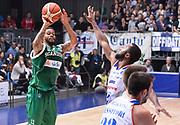 DESCRIZIONE : Cantu' Acqua Vitasnella Cantu' Sidigas Scandone Avellino<br /> GIOCATORE : Taurean Green<br /> CATEGORIA : tiro three points<br /> SQUADRA : Sidigas Scandone Avellino<br /> EVENTO : Campionato Lega A 2015-2016<br /> GARA : Acqua Vitasnella Cantu' Sidigas Scandone Avellin<br /> DATA : 15/11/2015 <br /> SPORT : Pallacanestro <br /> AUTORE : Agenzia Ciamillo-Castoria/R.Morgano<br /> Galleria : Lega Basket A 2015-2016<br /> Fotonotizia : Cantu' Acqua Vitasnella Cantu' Sidigas Scandone Avellin<br /> Predefinita :