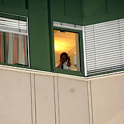 NLD/Den Haag/20070410 - Geboort 3e kind Willem Alexander en Maxima, gynacologe kijkt uit het raam