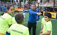 DEN HAAG - Finale van het streethockey op het hockeyplein in Den Haag. Kinderen uit allerlei wijken van Den Haag doen hieraan mee. Dit ter gelegenheid van de WORLD CUP HOCKEY, dat in Den Haag op het Haags Hockey Plein wordt gehouden. COPYRIGHT KOEN SUYK