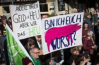 SCHWEIZ - BERN - Demonstration 'Essen ist politisch!' organisiert von 'Landwirtschaft mit Zukunft', hinter dieser Initative stehen über 30 Organisationen, welche zur Demonstration aufgerufen haben. Hier das Transparent 'Bin ich euch Wurst?' und 'Andere haben Geld wie Heu aber wir haben das Heu' auf dem Kornhausplatz - 22. Februar 2020 © Raphael Hünerfauth - http://huenerfauth.ch