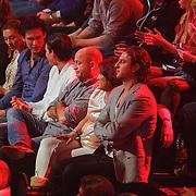 NLD/Amsterdam/20121130 - 4e liveshow The Voice of Holland 2012, familie en moeder Floor Smit