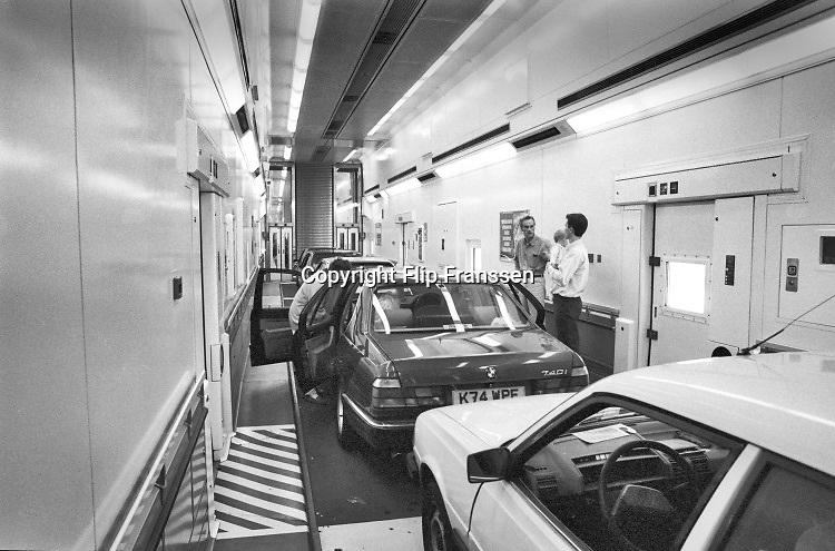 Engeland, England, Dover, 25-8-1996 Autos en passagiers in de trein van de kanaaltunnel . Autotrein,kanaal,noordzee,tunnel .Foto: Flip Franssen
