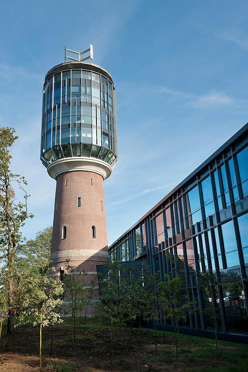 Nederland, Bussum, 1 okt 2010.In april 2010 werd het meest duurzame kantoorgebouw van Nederland opgeleverd: de watertoren in Bussum. Het project omvat de renovatie van de oude watertoren uit 1897 en daaraan gekoppeld een nieuw kantoorgebouw van in totaal 3500 m2..Foto (c) Michiel Wijnbergh..