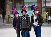 Londyn, 2009-03-05. Turyści na Trafalgar Square